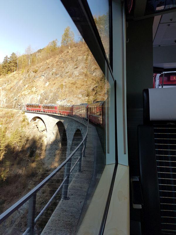 Bernina Express auf dem Landwasserviadukt