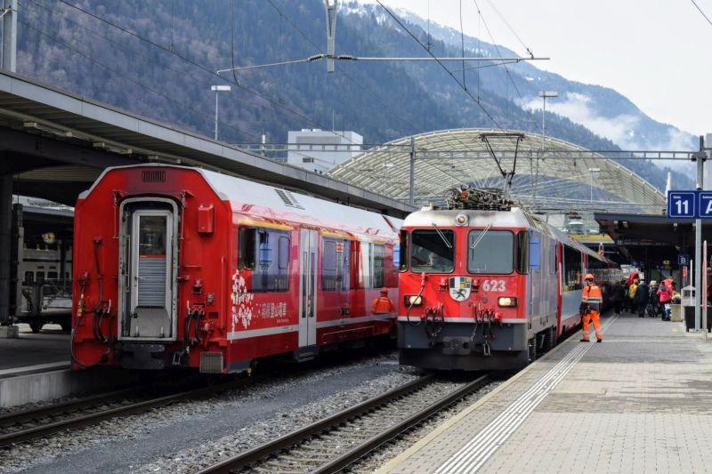 """Glacier Express 903 bei der Einfahrt in Chur (Ge 4/4 II 623 """"Bonaduz"""")"""