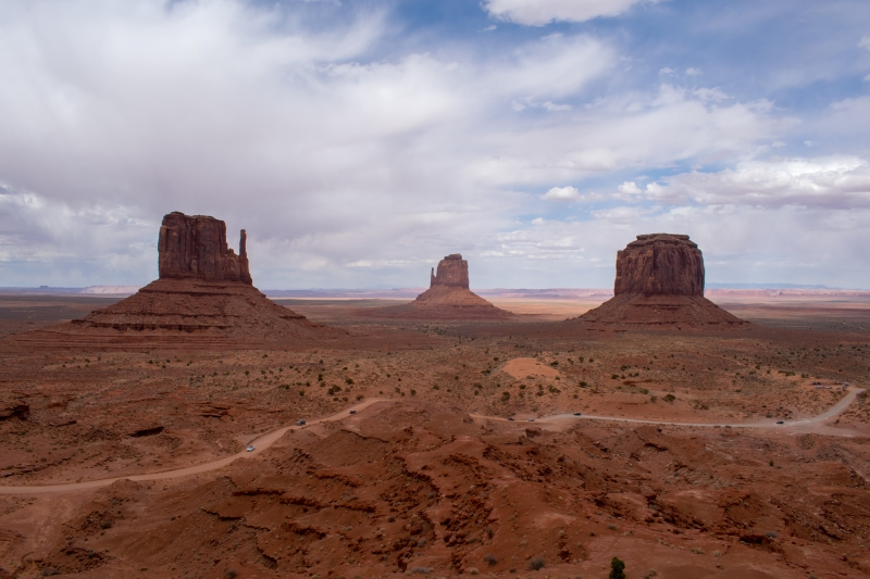 West and East Mitten Buttes und Merrick Butte, Monument Valley Visitors Center