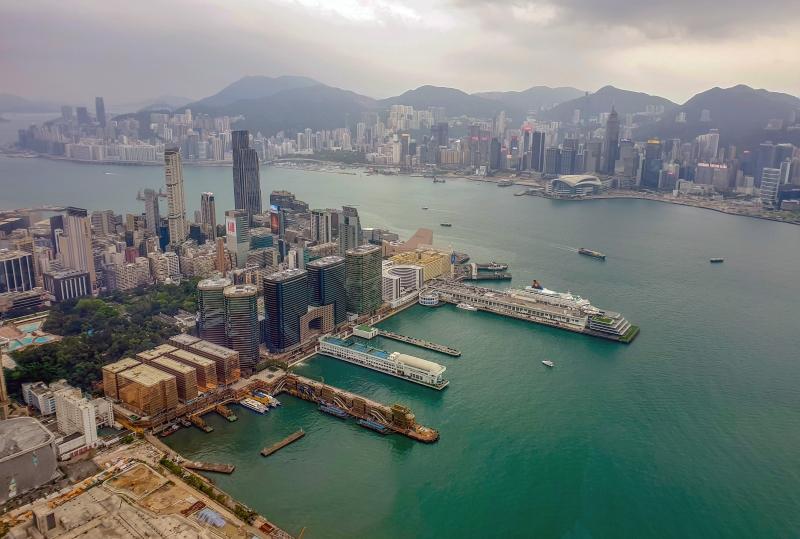 Sky100 Hong Kong Observation Deck (Hong Kong Island im Hintergrund)