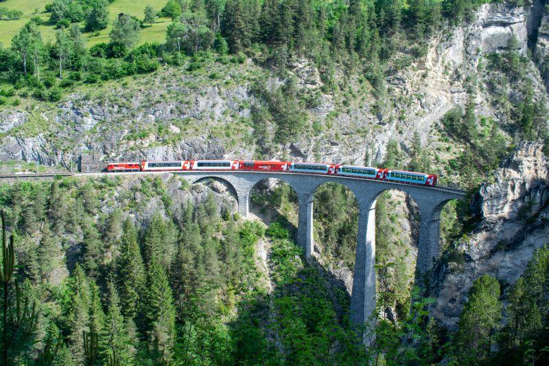 UNESCO-Welterbe 03/12: Rhätische Bahn in der Landschaft Albula/Bernina